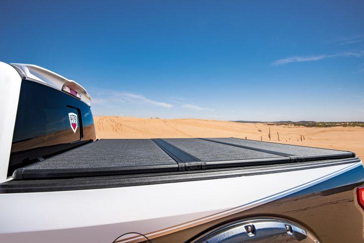 NOVISauto Laderaumabdeckung Trifold Flachabdeckung SOLIDFOLD elegante Aluminiumabdeckung