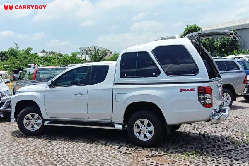 CARRYBOY Hardtop 840 mit Überhöhe Mitsubishi L200 Clubcab_Extrakabine seitliche Schiebefenster