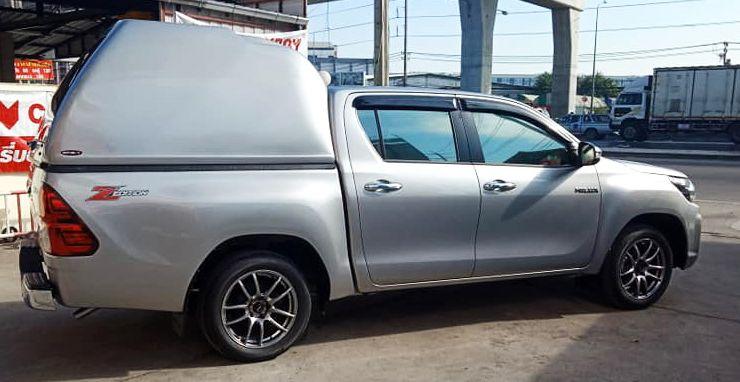 CARRYBOY Transporthardtop ohne Seitenfenster geschlossene Seiten 840os-TRD überhoch Toyota Hilux Revo Invincible Doppelkabine