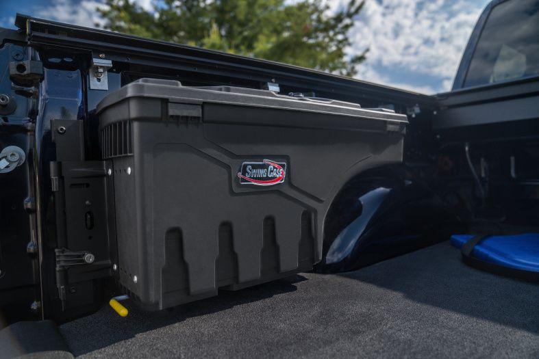 NOVISauto CARRYBOY Pickup Ladeflächen Werkzeugbox Staubox schwenkbar für GMC Sierra / Chevrolet Silverado 2012-2018  sichert kleine Gegenstände vor verrutschen