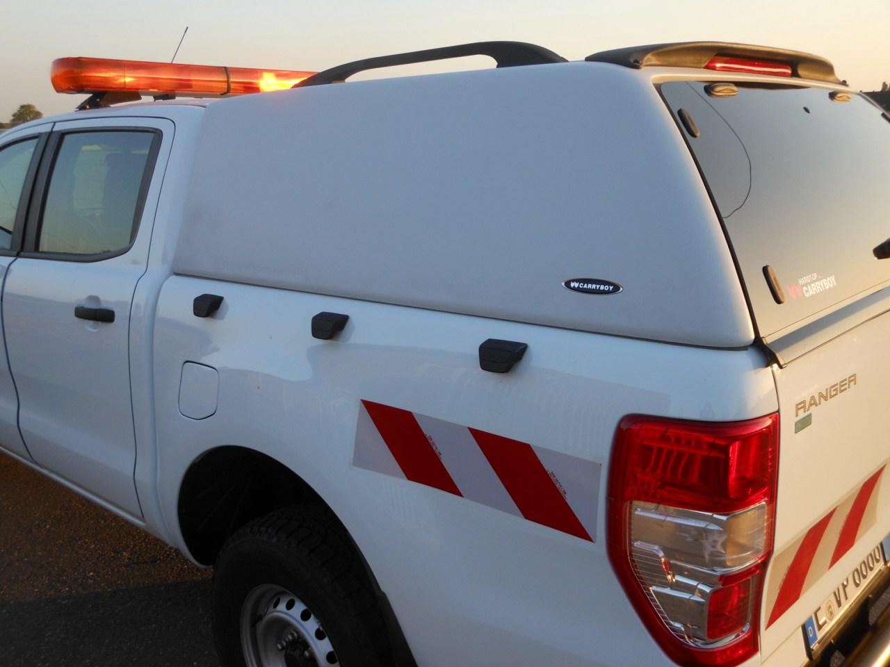CARRYBOY Hardtop 560oS-IRD Isuzu Dmax Doublecab 12-16 Dachreling 80kg belastbar inkl. 3 Bremslicht