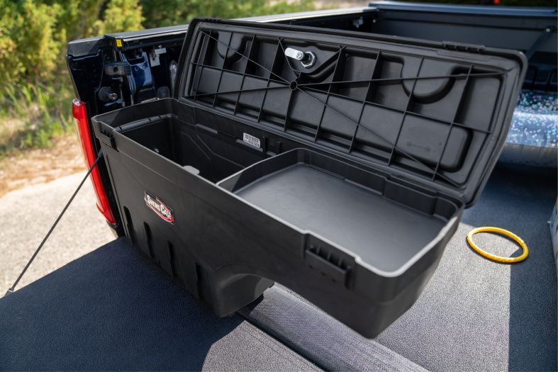 NOVISauto CARRYBOY Pickup Ladeflächen Werkzeugbox Staubox schwenkbar für GMC Sierra / Chevrolet Silverado 2019+ inklusive kleiner Ablage