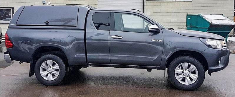 CARRYBOY Gewerbehardtop mit geschlossenen Seitenklappen Toyota Hilux Revo Extrakabine grosse Öffnungen
