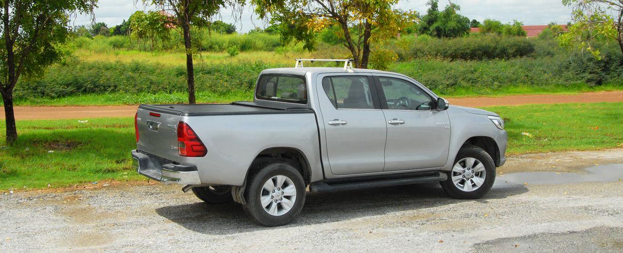 CARRYBOY Aluminiumrollo Toyota Hilux Revo Invincible Doppelkabine schwarzes Alurollo sicher abschließbar