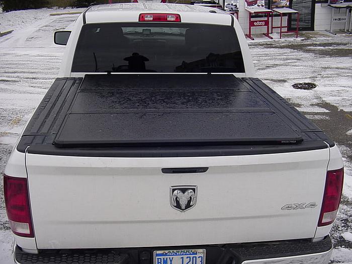 NOVISauto Laderaumabdeckung Flachabdeckung zum Falten Trifold Dodge RAM1500 2019+ sicher abschließbar RAMBOX Klappen zugänglich