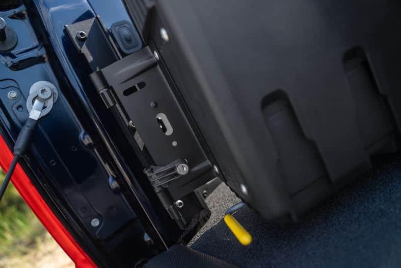 NOVISauto CARRYBOY Werkzeugbox Staubox Toolbox schwenkbar für Pickup Ladefläche Isuzu D-Max 2021+ einfacher Einbau stabile Scharniere