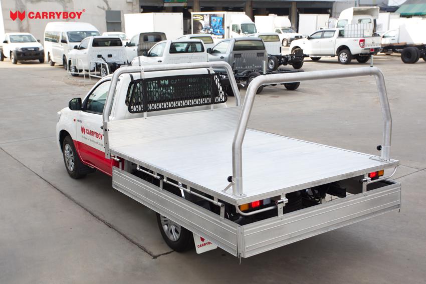 Carryboy Singlecab Pickup Ladeflächenumbau mit 3. Bremslicht und Frontschutzgitter bequeme Beladung