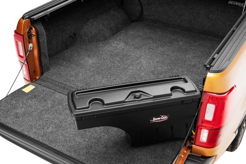 NOVISauto CARRYBOY Werkzeugbox Staubox Toolbox schwenkbar für Pickup Ladefläche Isuzu D-Max 2021+